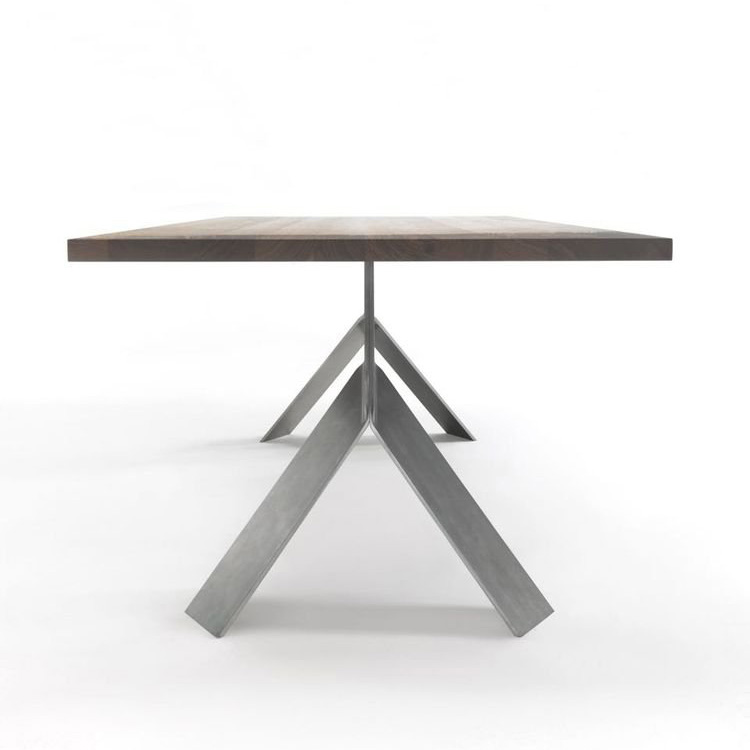 Jump, dining table from Riva 1920