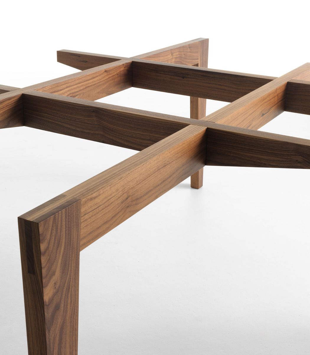 Autoreggente dining table from Horm, designed by Patrizia Bertolini