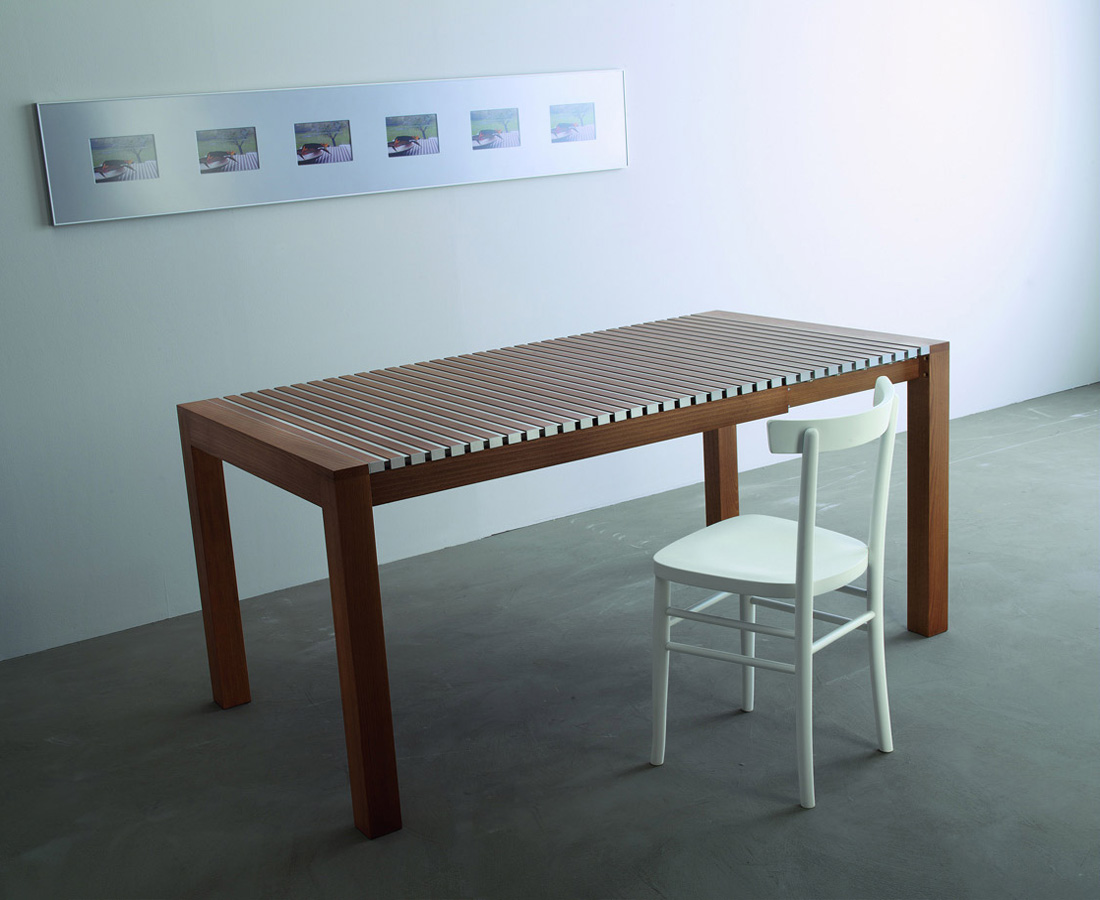 Astor dining table from Horm