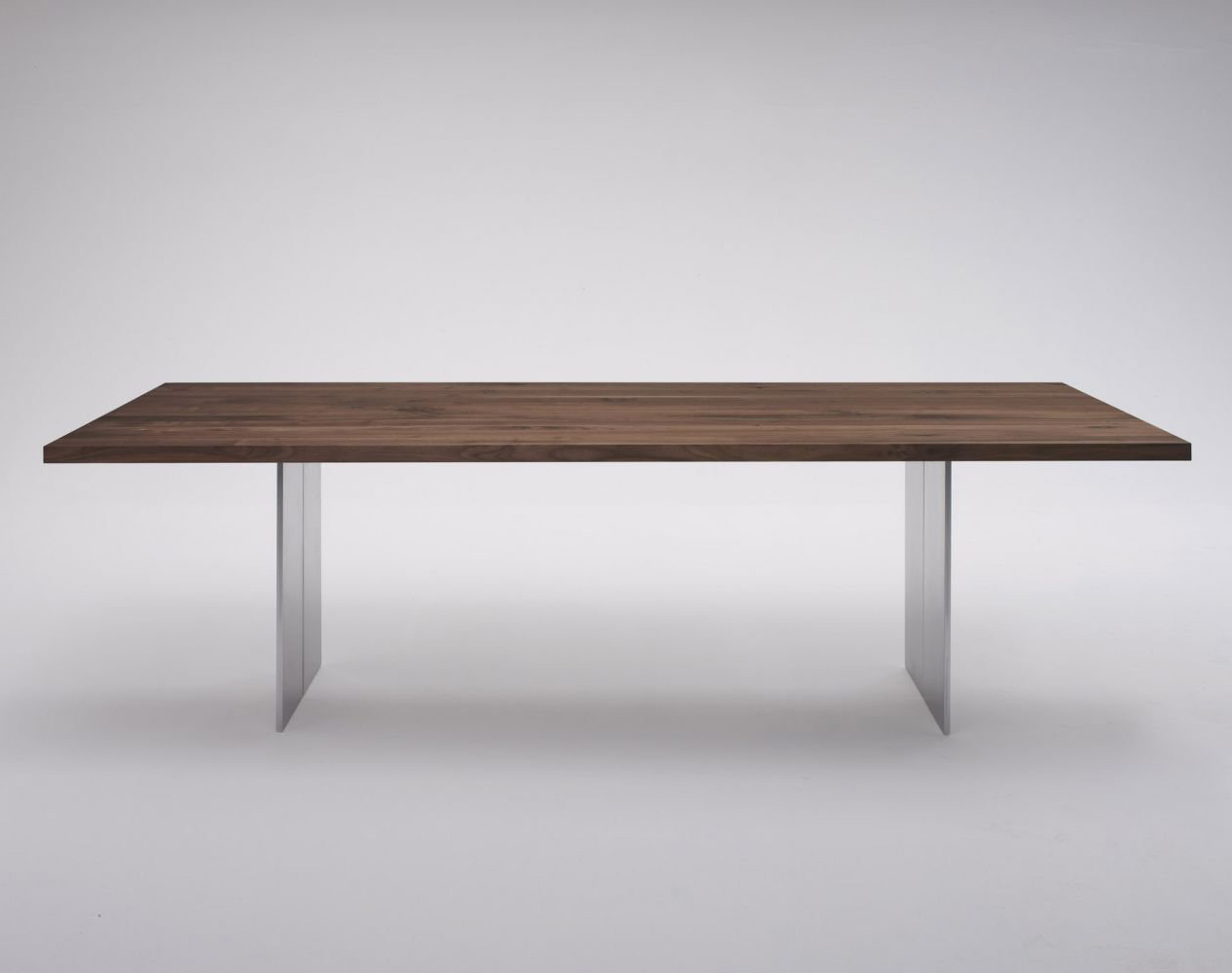 Orlando dining table from Riva 1920