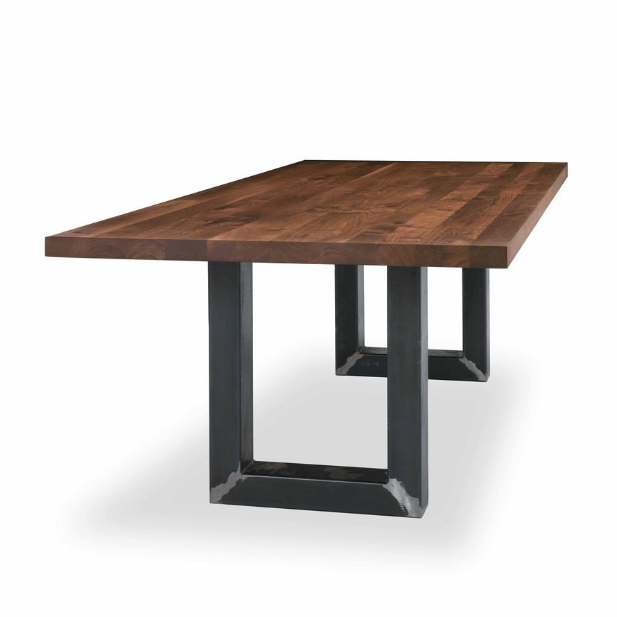 Sherwood dining table from Riva 1920
