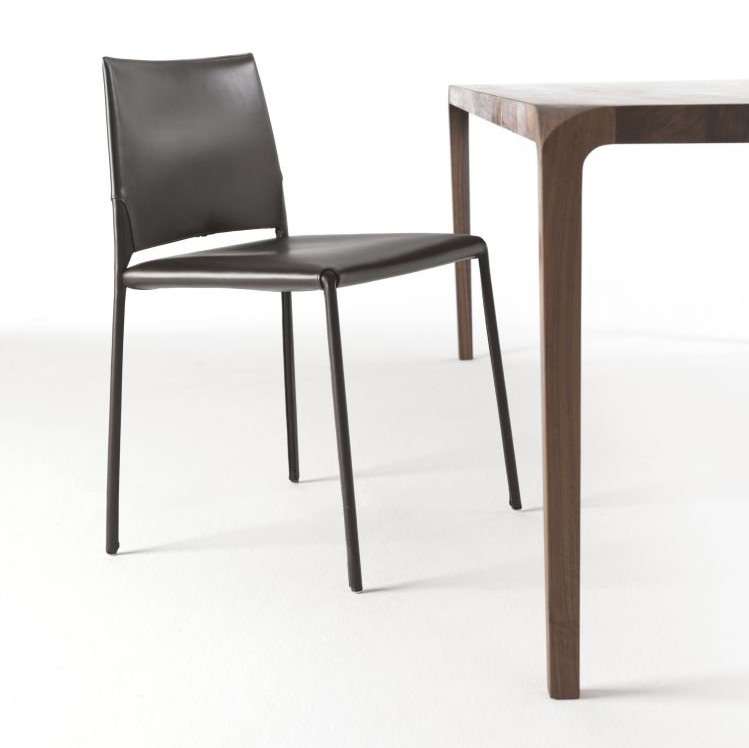 Sleek dining table from Riva 1920