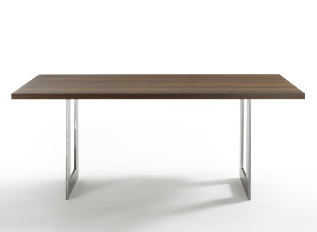 Darwin dining table from Riva 1920