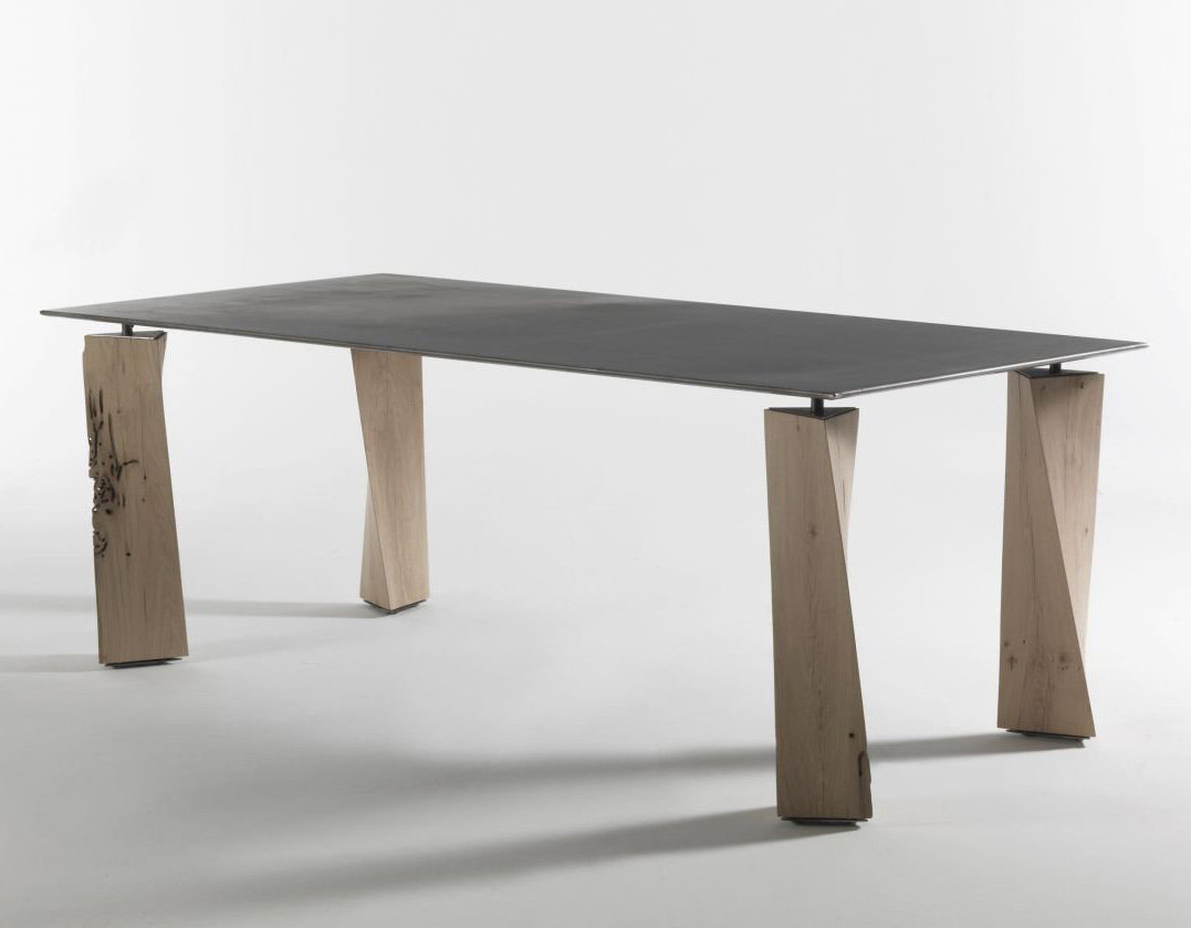 Oak dining table from Riva 1920