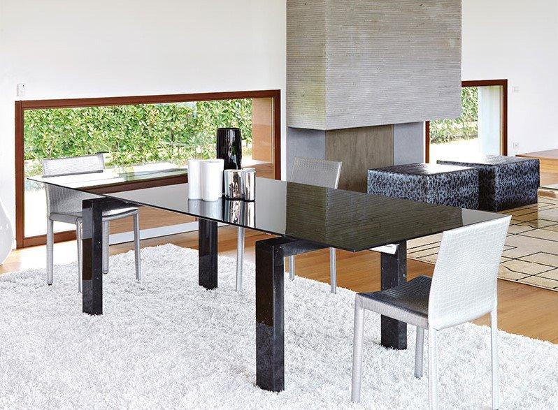 Boma dining table from Unico Italia