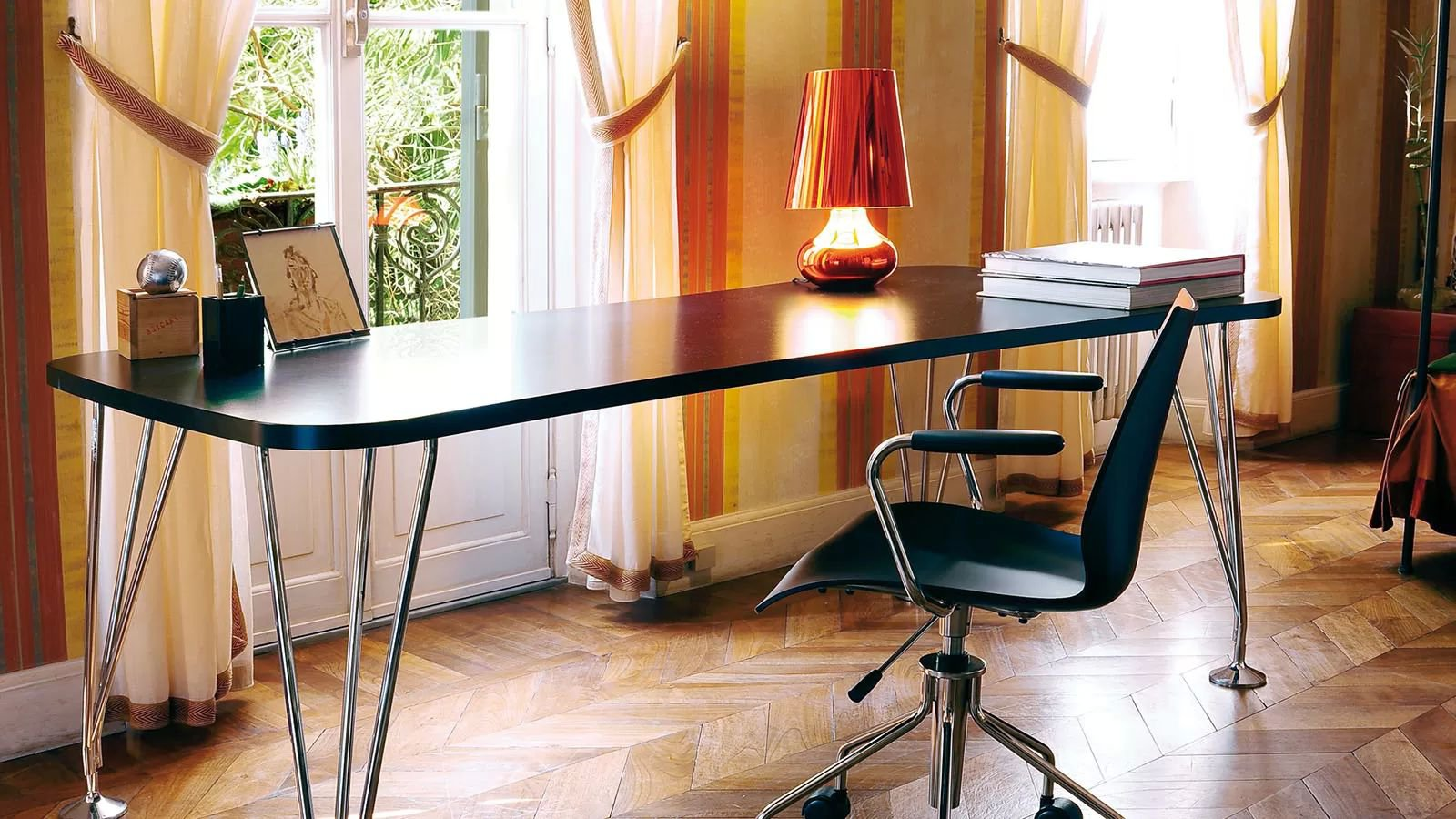 Max computer desk from Kartell, designed by Ferruccio Laviani