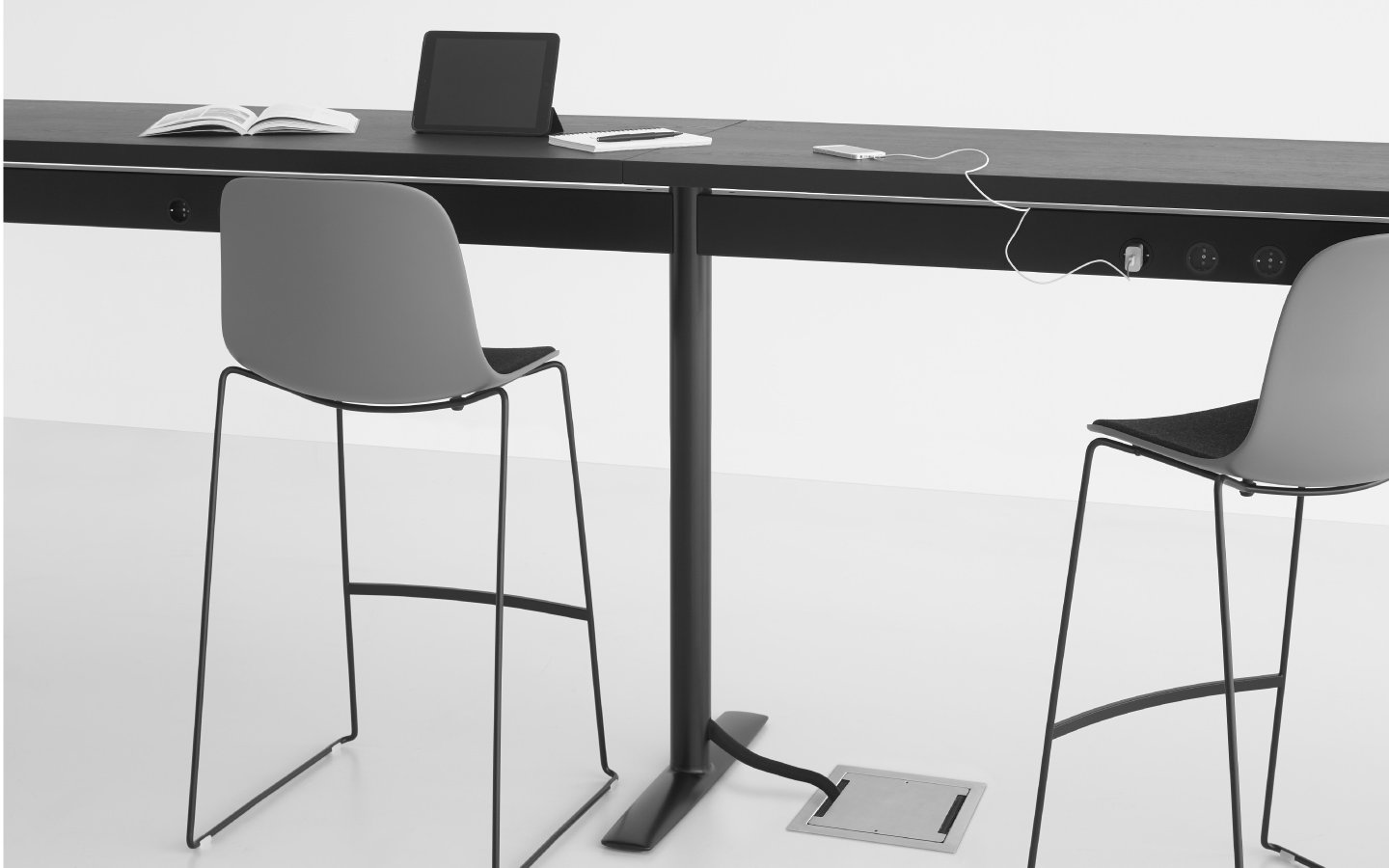 Acca Table desk from lapalma, designed by Francesco Rota