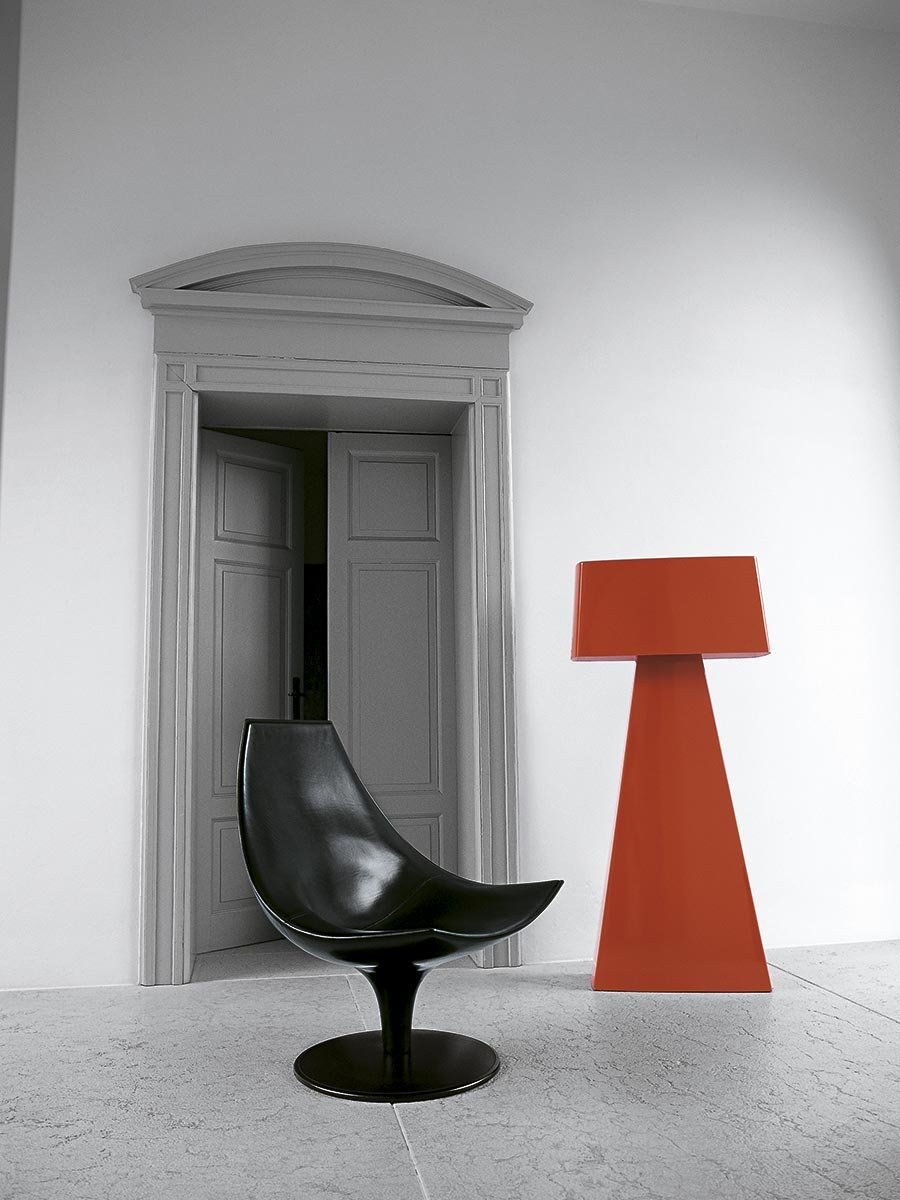 Moon Leather Chair lounge from Tacchini, designed by Pietro Arosio