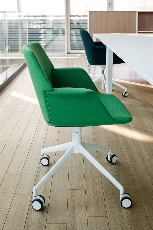 Uno Lounge Chair office from lapalma, designed by Francesco Rota
