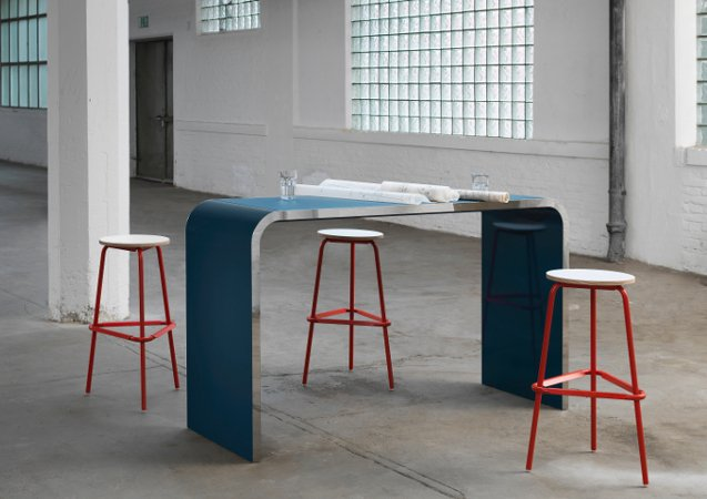 M10 Bar Table from Muller