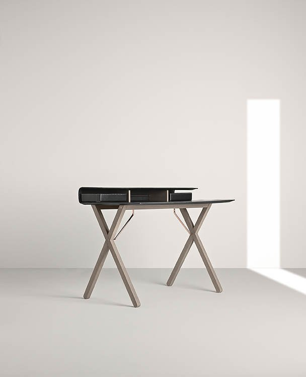 Kant Desk from Frag