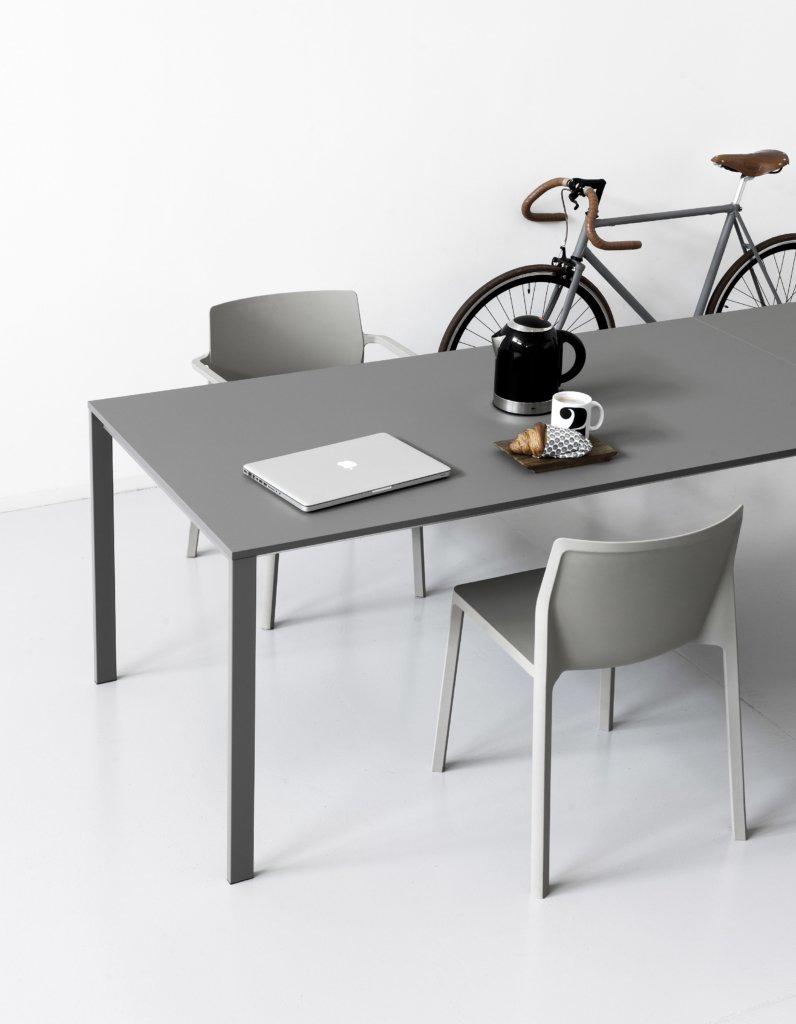 be-Easy Table dining from Kristalia