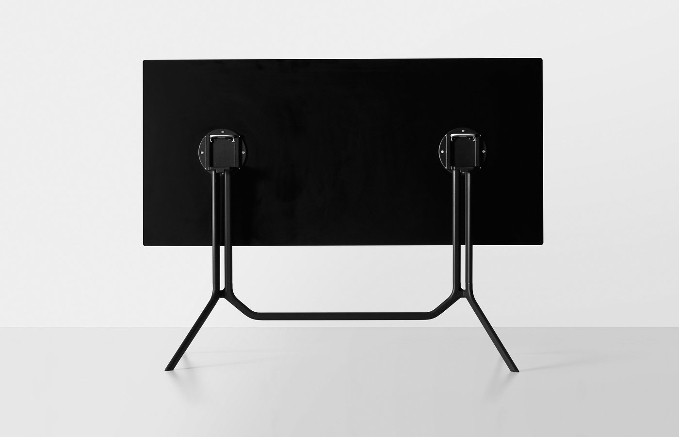 Poule Table bar from Kristalia