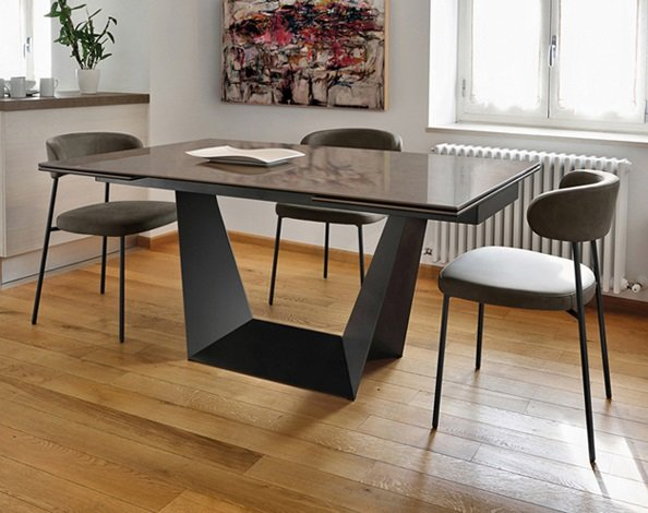 Trophy Dining Table from DomItalia