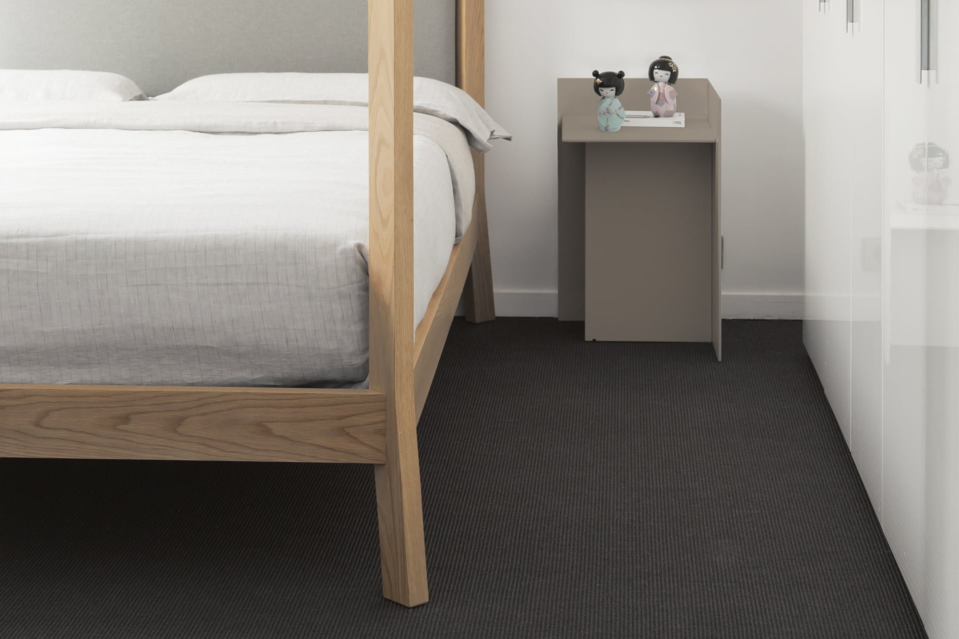 Cuatro Bedside Table end from Punt Mobles