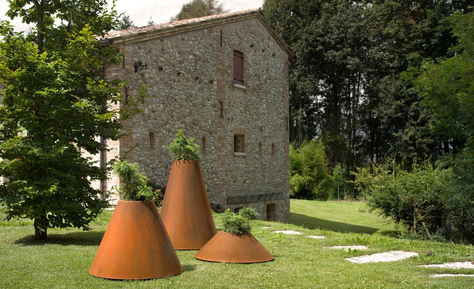 Conique Pot  from De Castelli, designed by Filippo Pisan