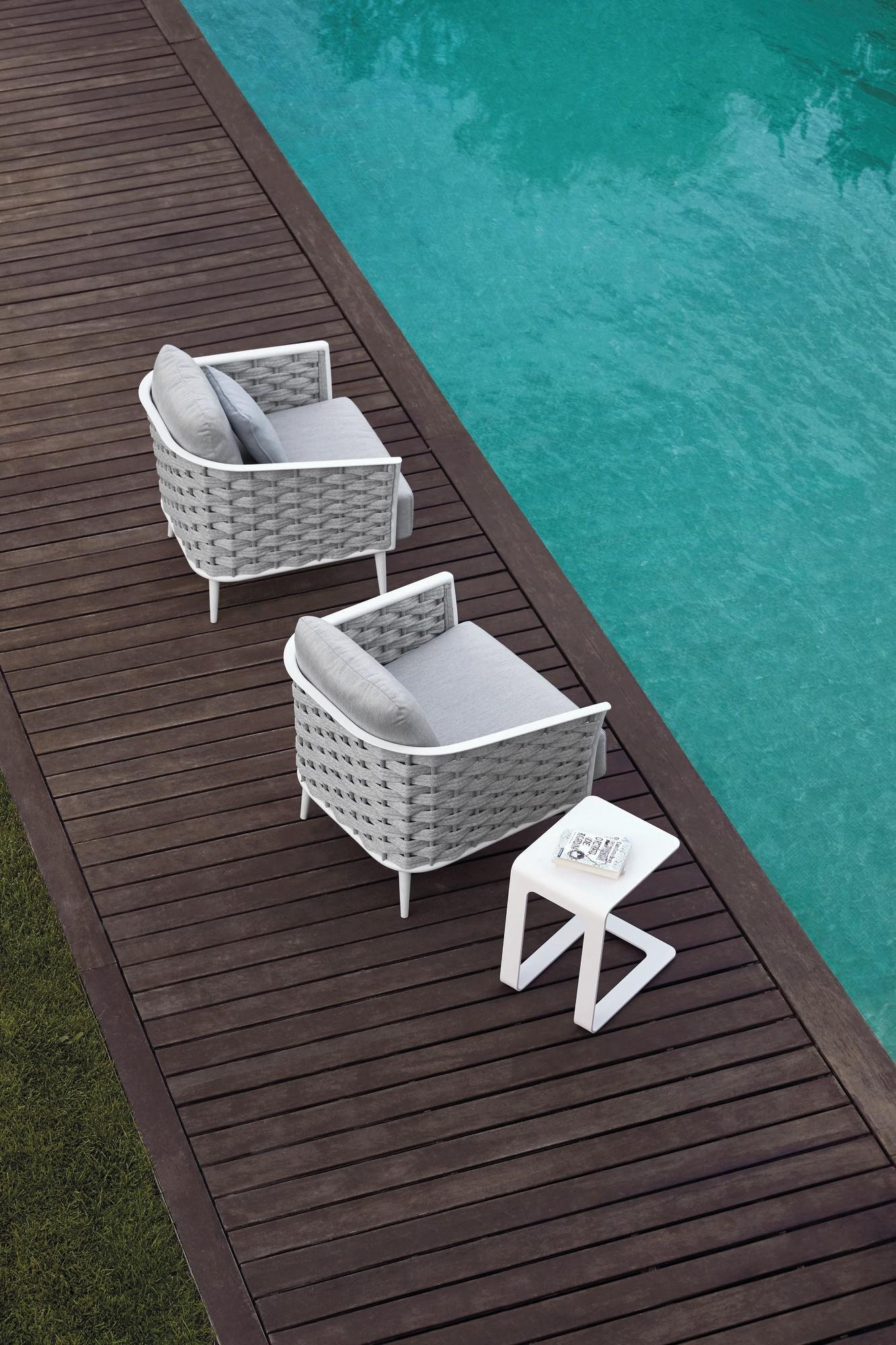Cascade Chair lounge from Manutti
