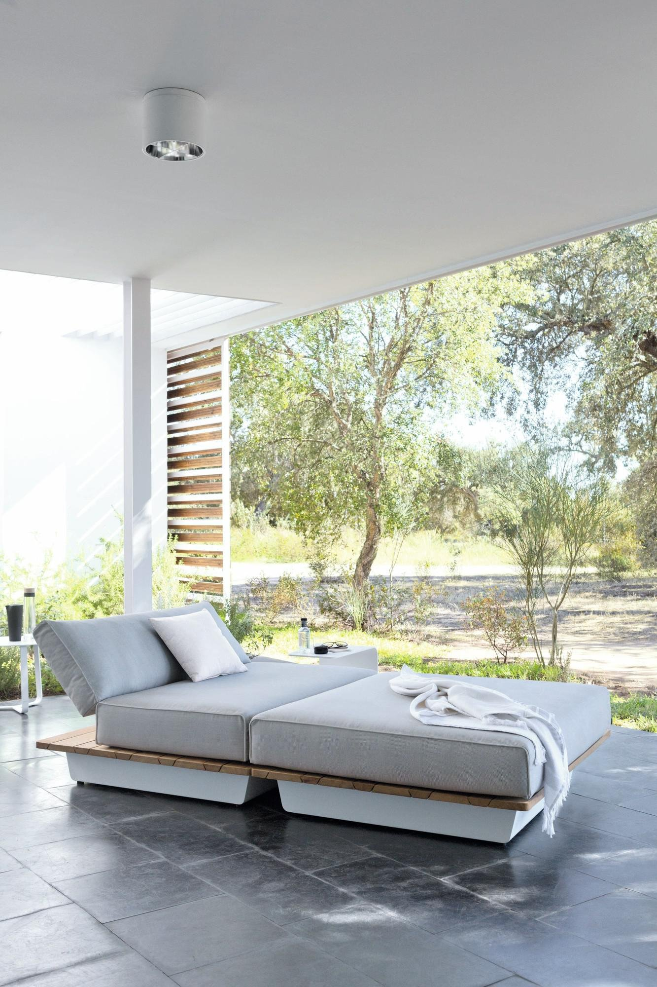 Air Daybed sunbed from Manutti, designed by Gerd Couckhuyt