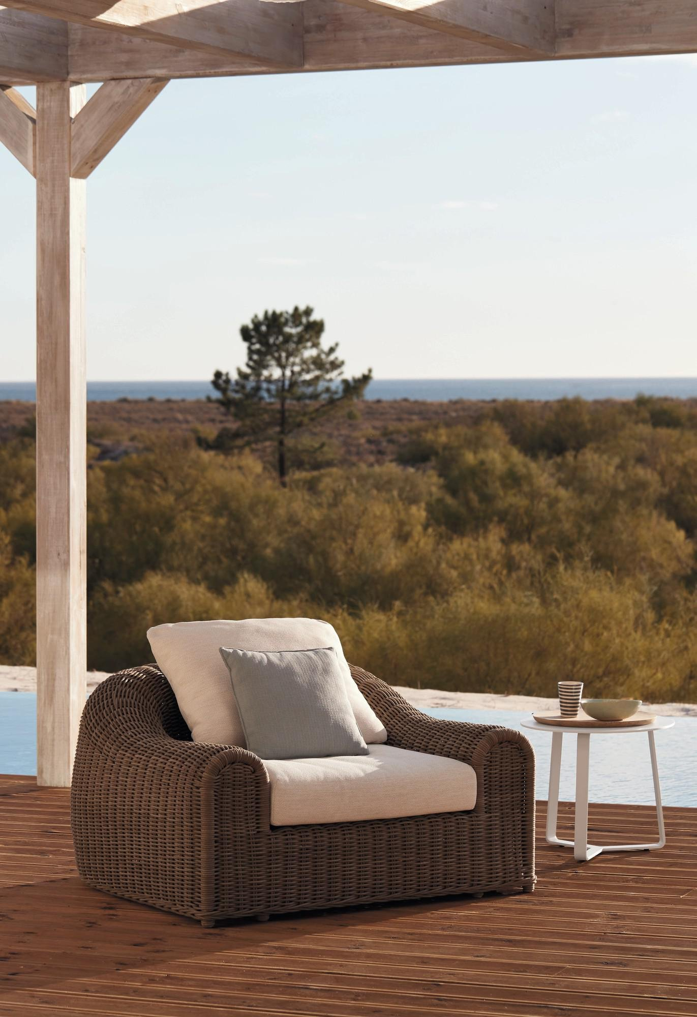 River Lounge Chair from Manutti