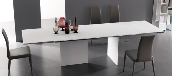 Plano dining table